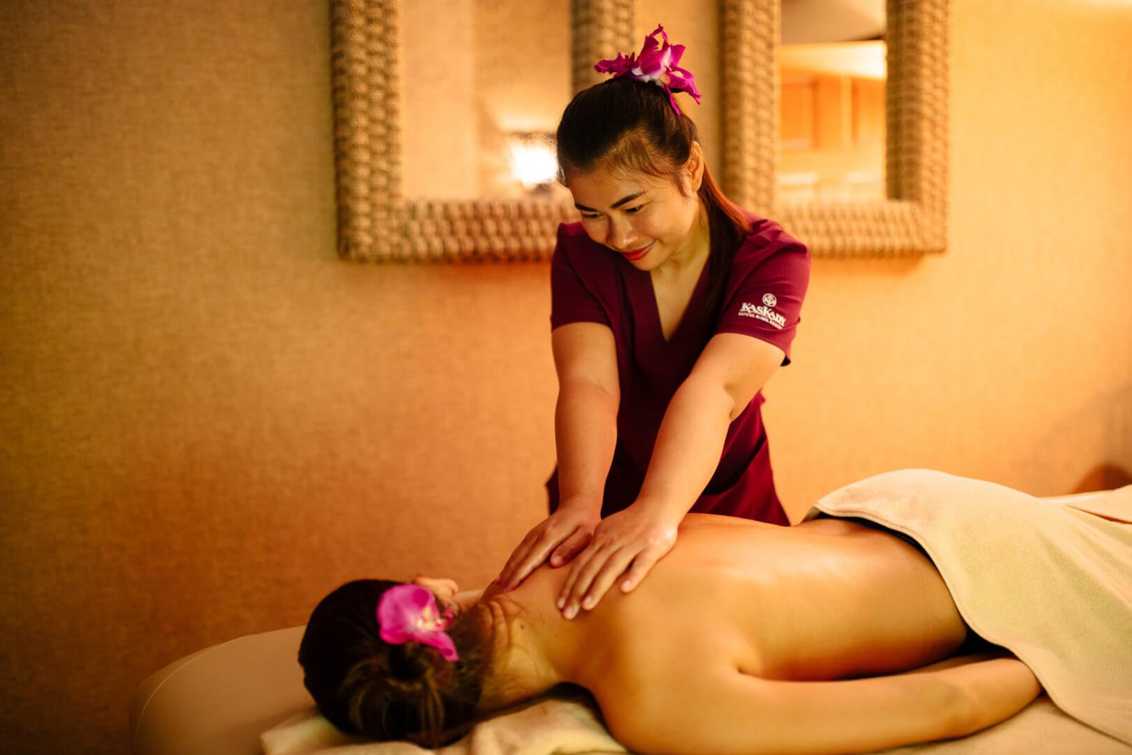 Thai oil aroma massage