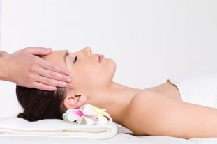 Face massage with skin srubber