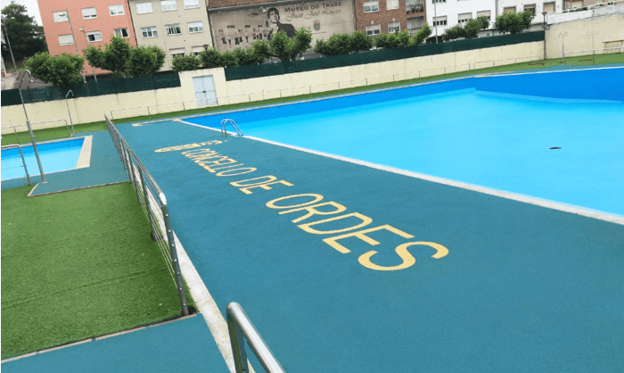 pool with rubber surfacing