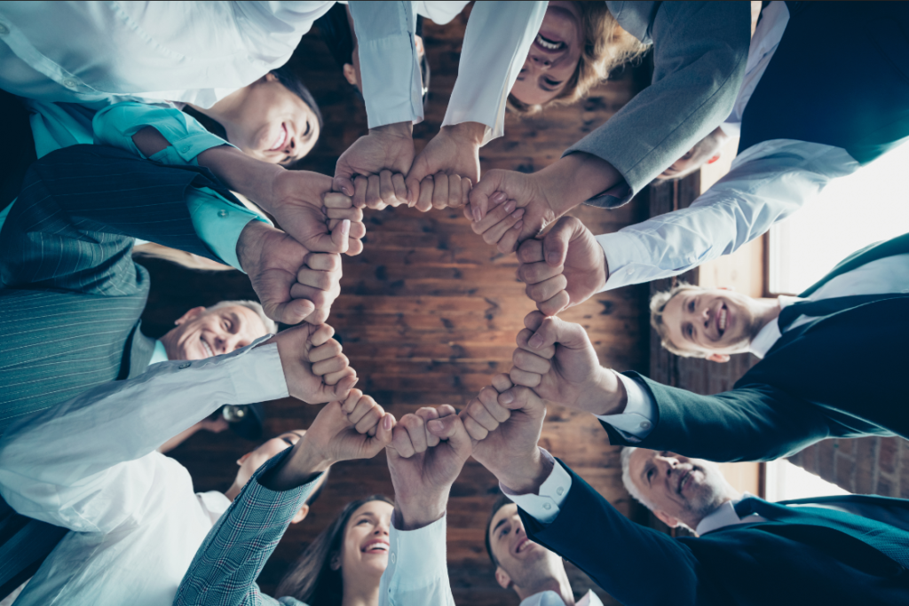 Провеждане на фирмен тиймбилдинг и работа в екип от служителите