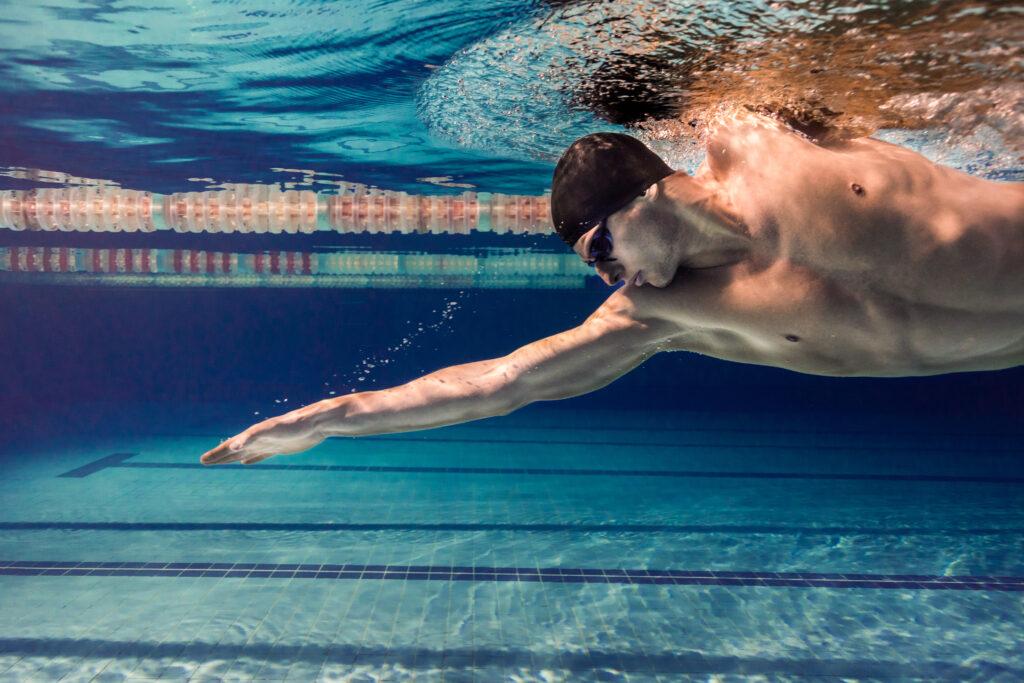 Плуване в басейн