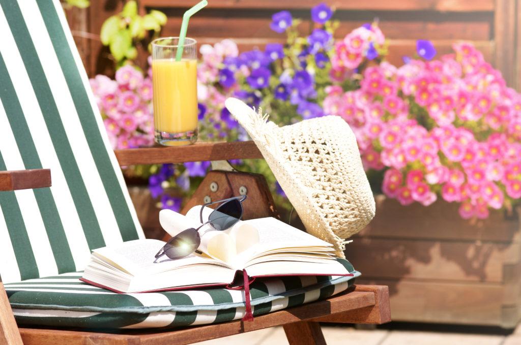 Евтина почивка с книга под ръка