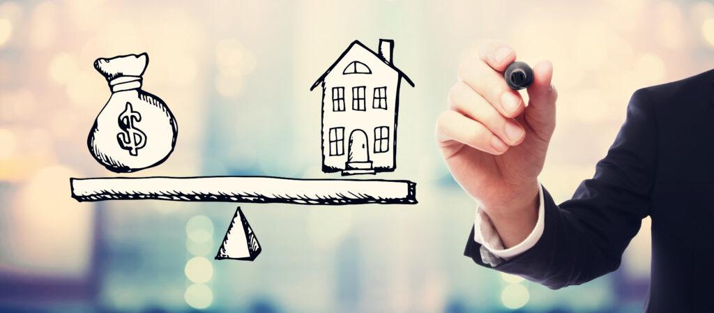 Илюстрация на рефинансиране на ипотечен кредит с везна с пари и жилище