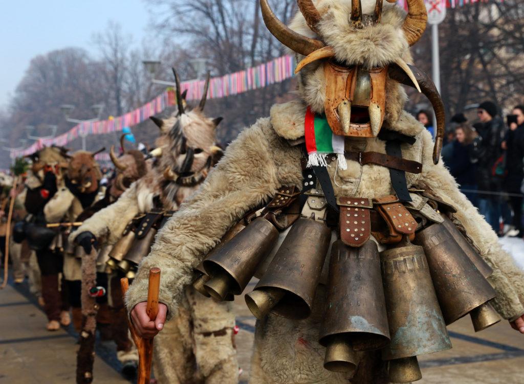 Шествие на кукерска група в Перник на Сурва