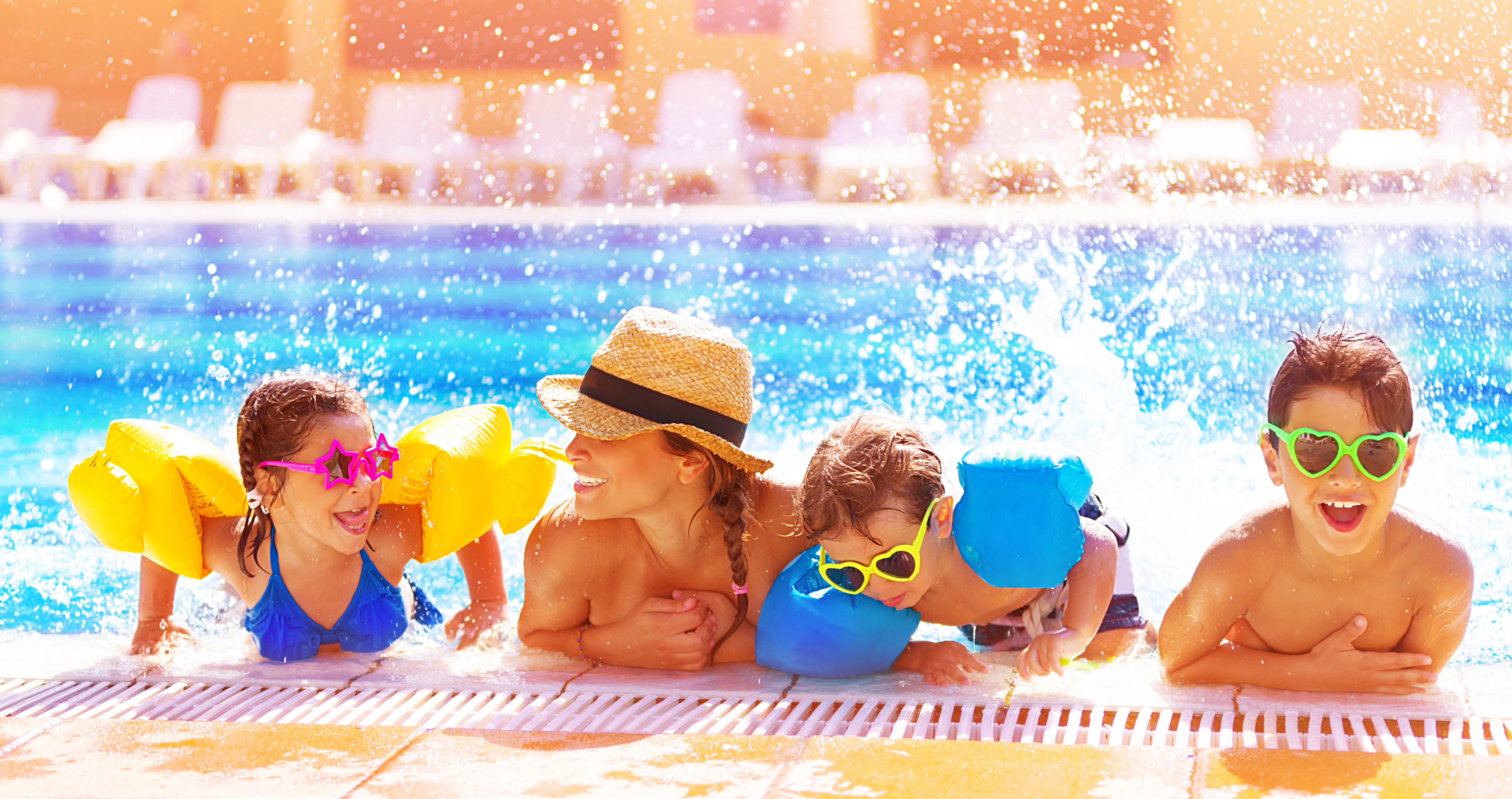 На басейн през летните уикенди