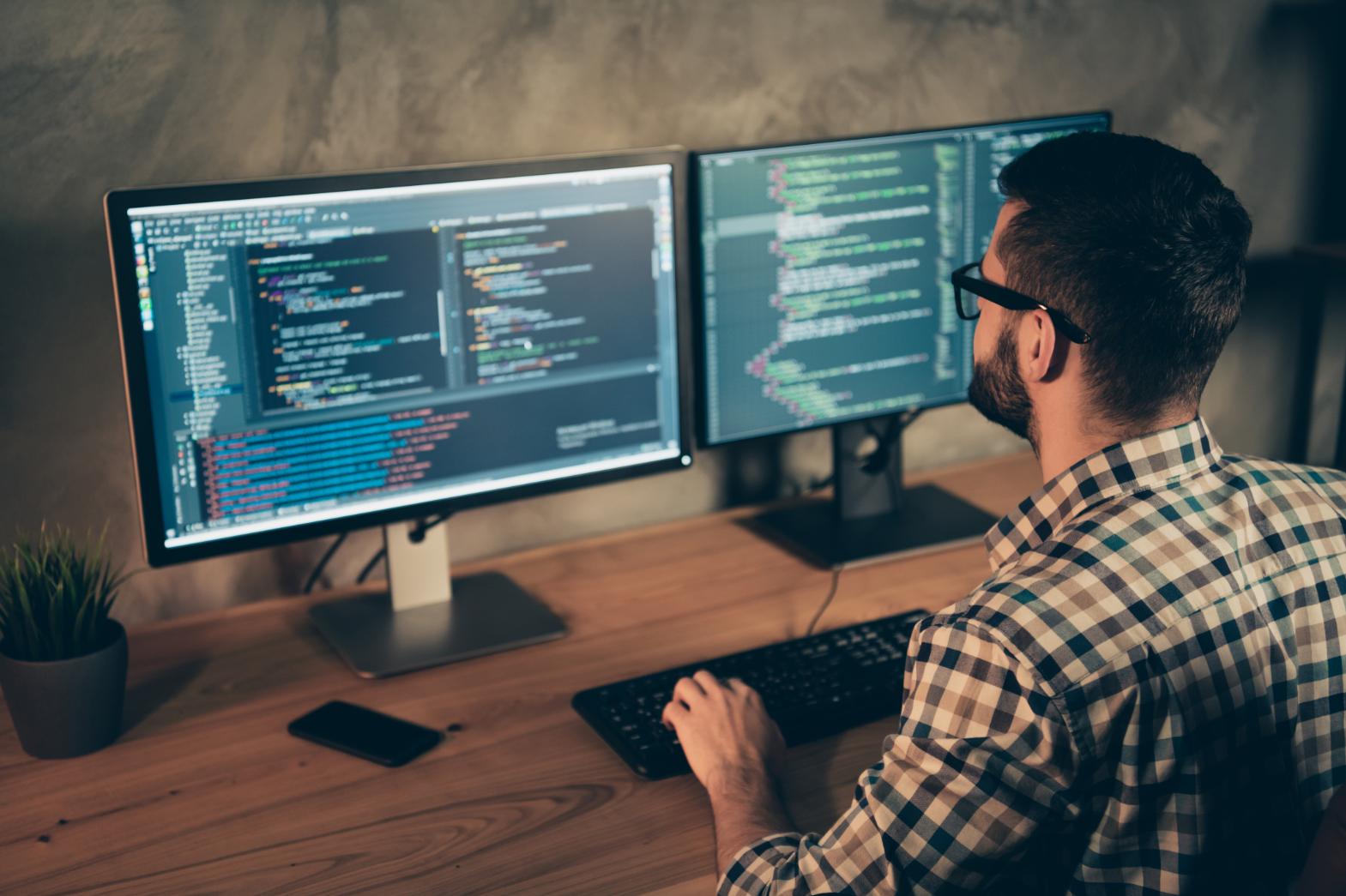 Как се става програмист и кой може да върши тази дейност?