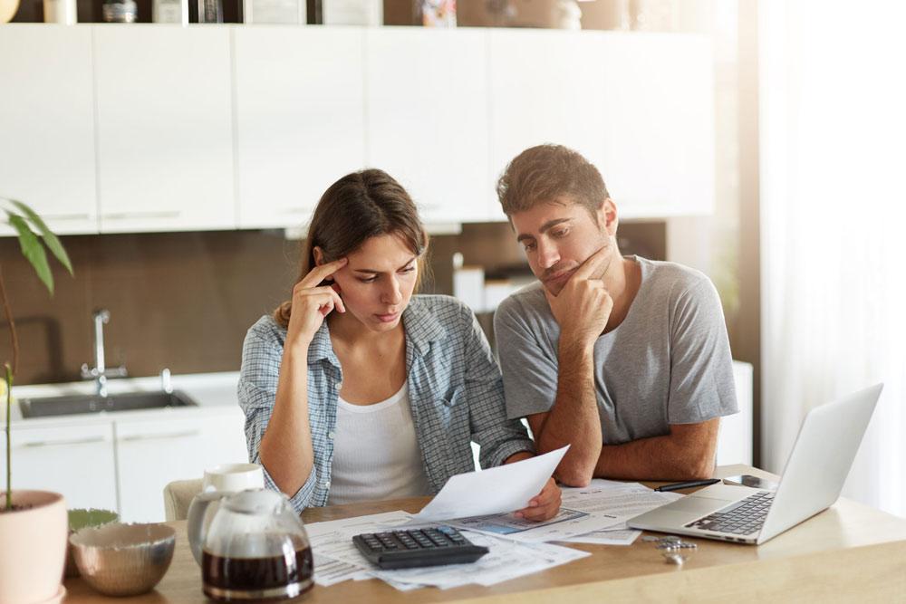 Как да се справим, когато натрупаме парични задължения?