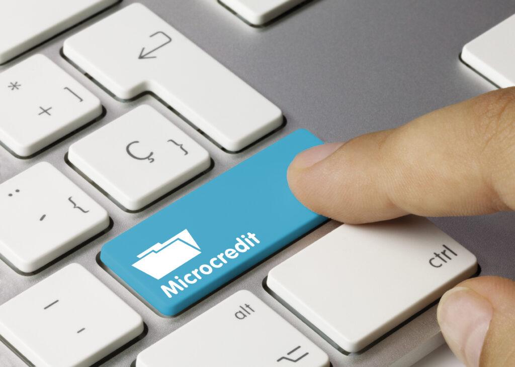 Бутон за микрокредитиране на клавиатура на лаптоп