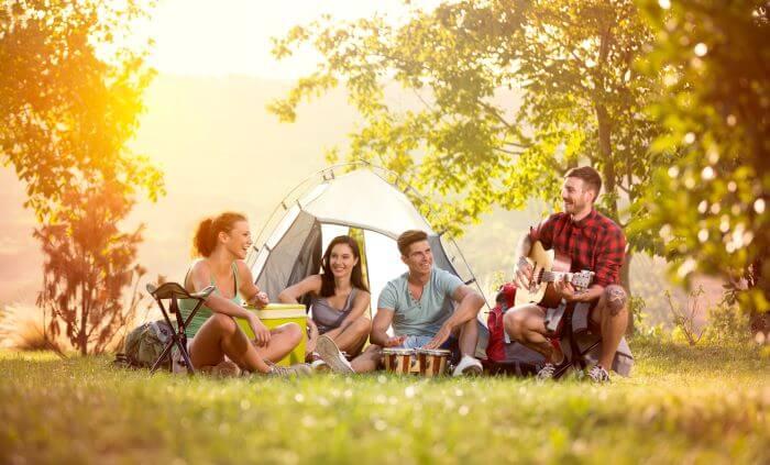 Приятели, решили да прекарат време на палатка сред природата