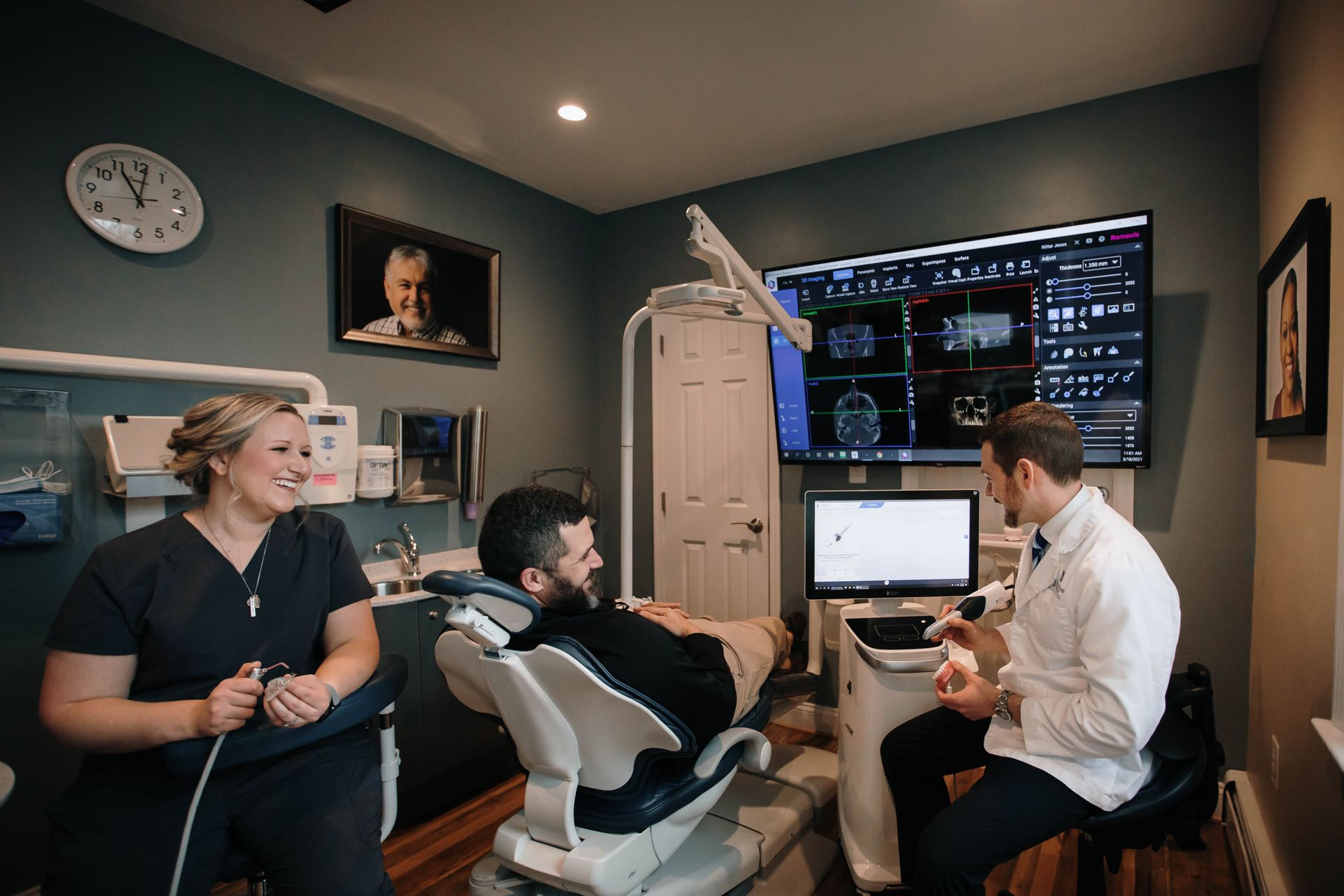 Photo of Dr. Ritter with a patient in the dental chair