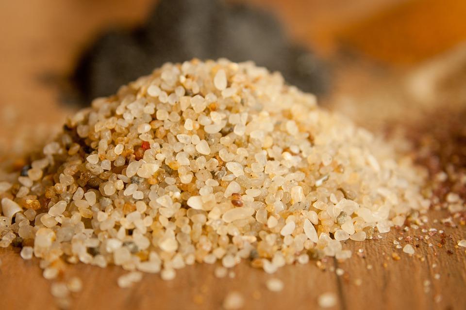 ¿Para qué se usa la arena de sílice en césped artificial?
