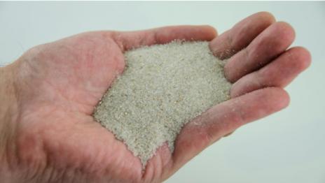 Diferencias entre fibra de coco y arena de sílice en césped artificial ¿Cómo saber cuál utilizar?