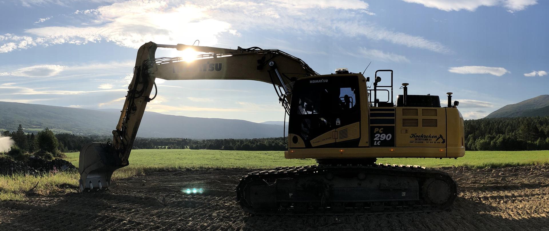 Bilde av en gravemaskin som graver.