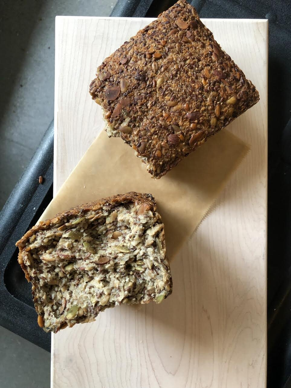Mountain Loaf w/ Toasted Almonds and Seeds (1.5kg, flour-free)