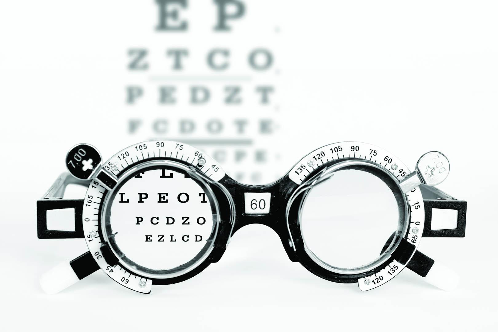 Tilpassinger og kontaktlinsekontroller
