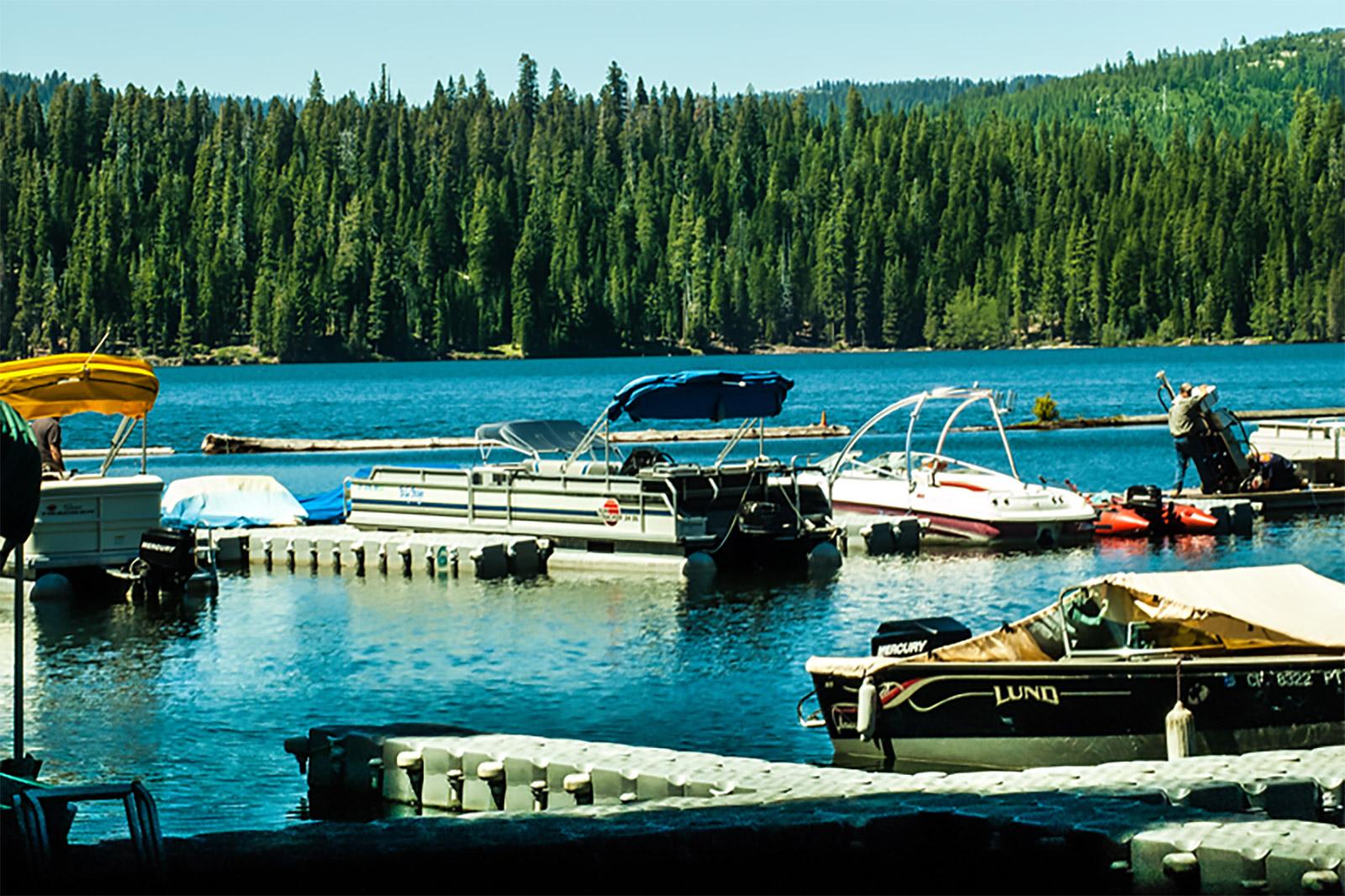 Buck's Lake Boats