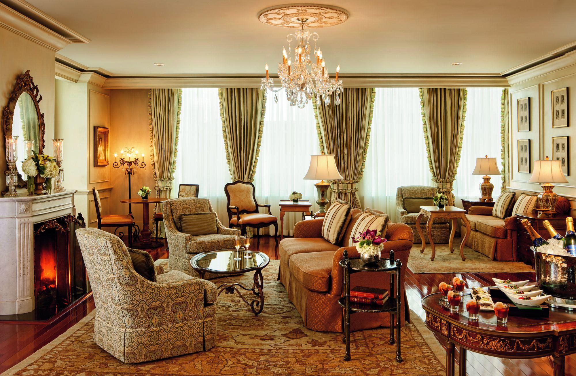 The Ritz Carlton Lounge