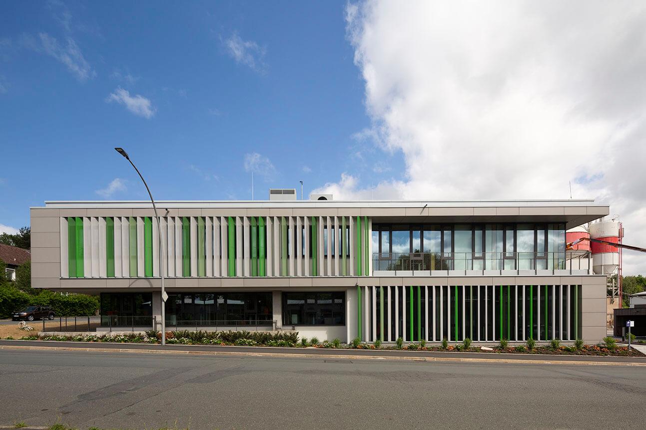 Außenansicht AS-Bau Hof Gebäude