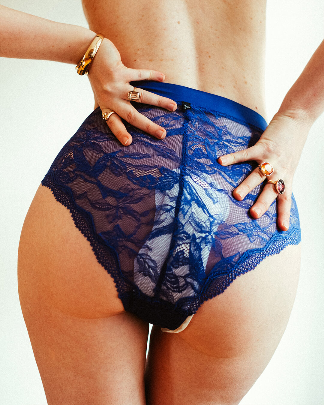 Social period Campaign by Monika Kozub - Women and period panties
