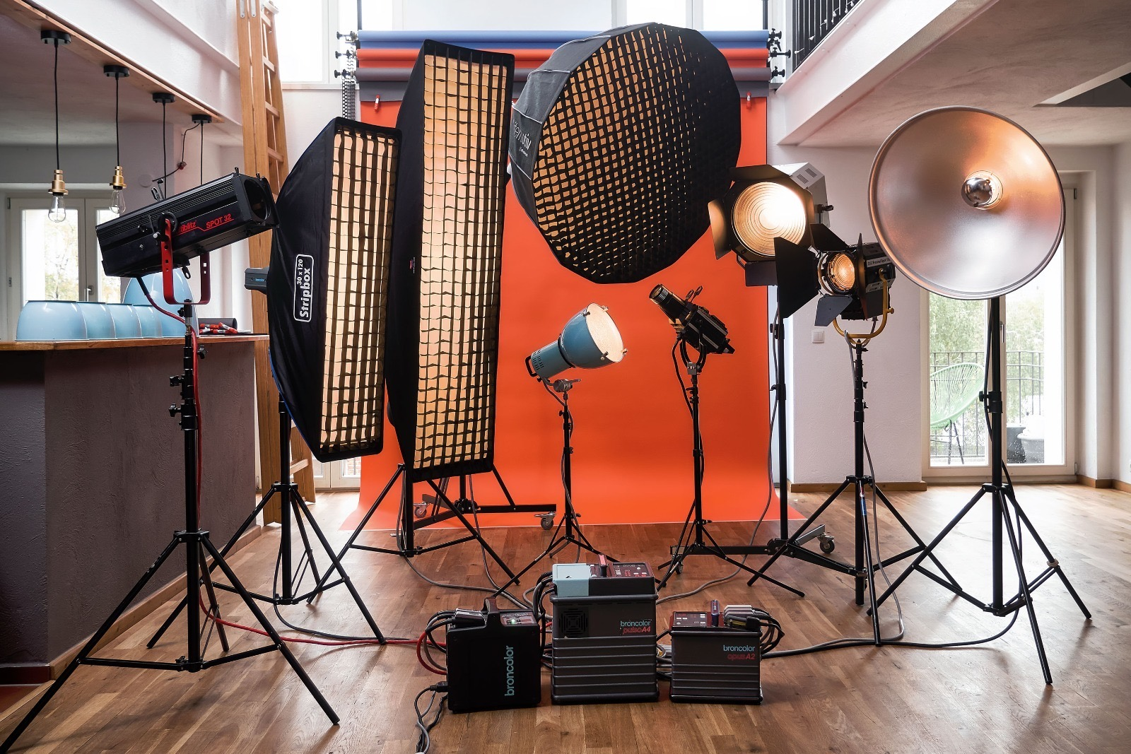 The Beazy events are hosted all over Germany for photographers, filmmakers and models. Beazy is a rental platform supporting creativity. On Beazy you can rent studios and equipment from other local photographers and filmmakers