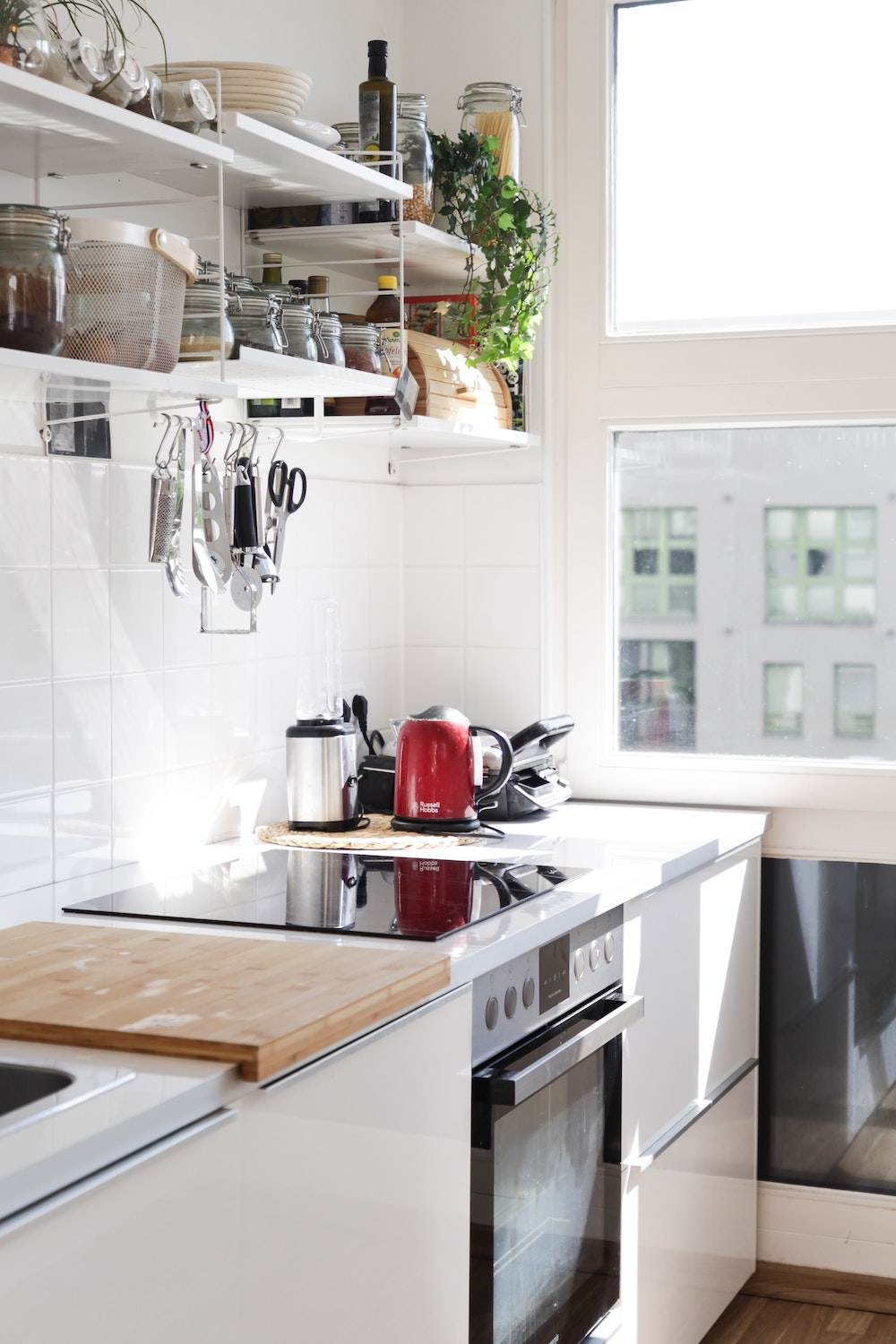 Rent bright kitchen as a photo studio and film location in Berlin, Germany with Beazy