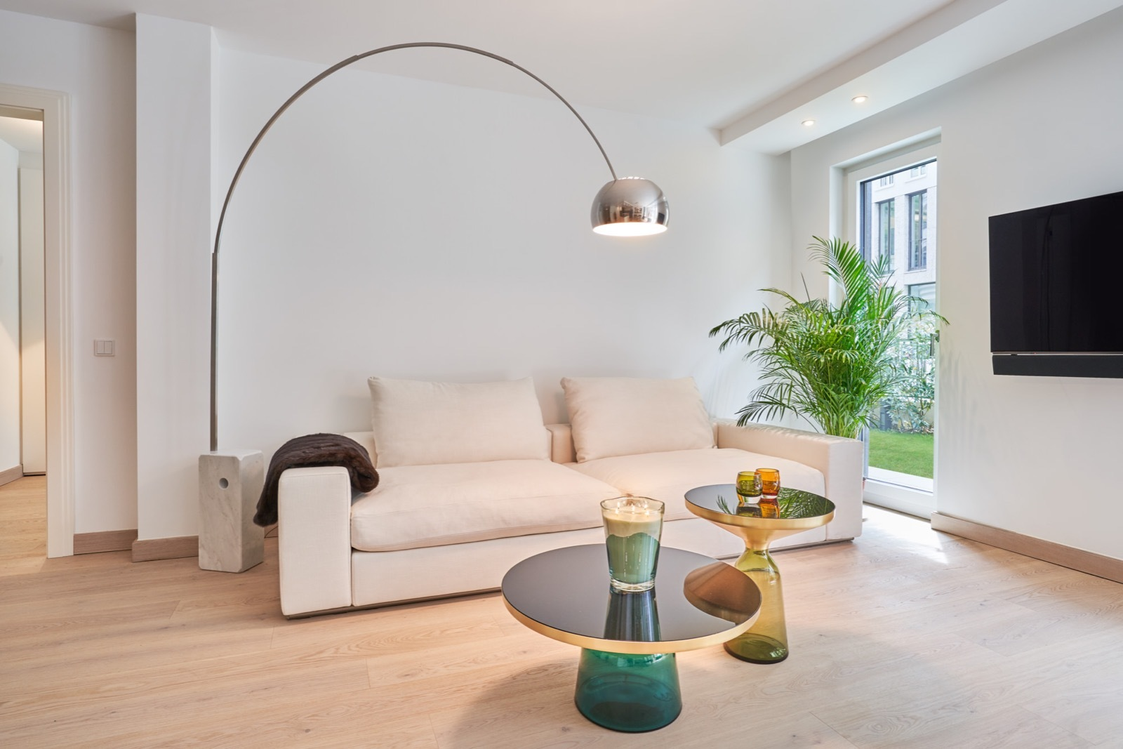 Rent modern house living room as a photo studio and film location in Münich, Germany with Beazy