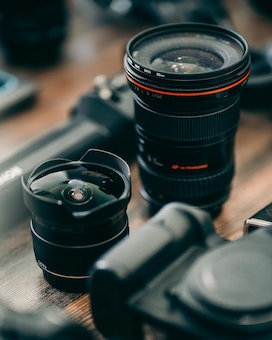 Rent Sony Lenses and Samyang lenses on Beazy, the rental platform for photographers and filmmakers