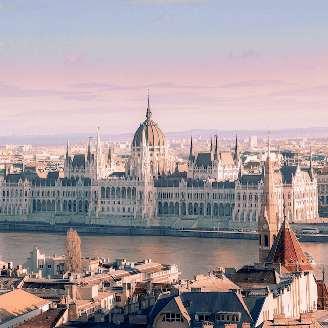 Photo of Budapest during sunset. Beazy offers photos and video services all over Europe.