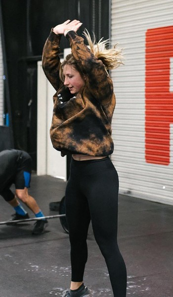 A female doing burpees at the gym