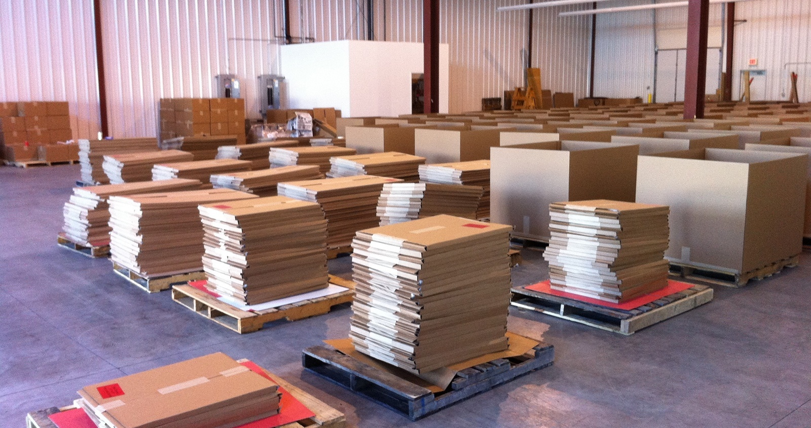rows of pallets with boxes stacked on top of them