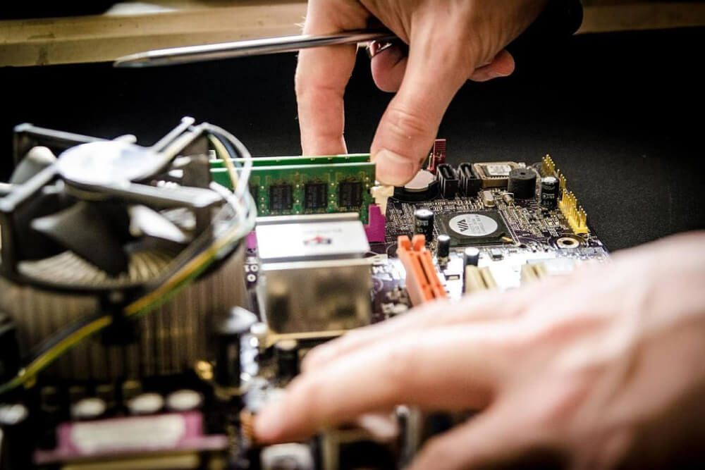 [GUIA PRO] Técnico em manutenção e suporte em informática: mercado de trabalho e oportunidades!