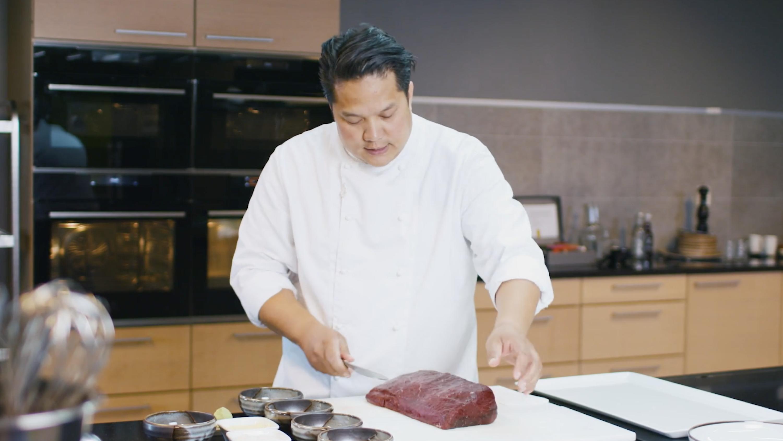 Lær av Jonathan Romano: Slik skjærer du opp hvalkjøtt