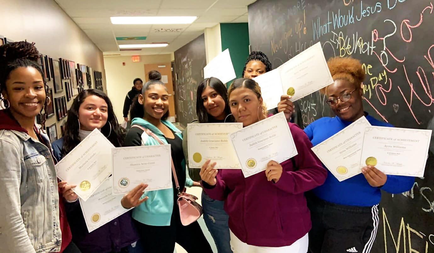 WSSS Students with Certificates