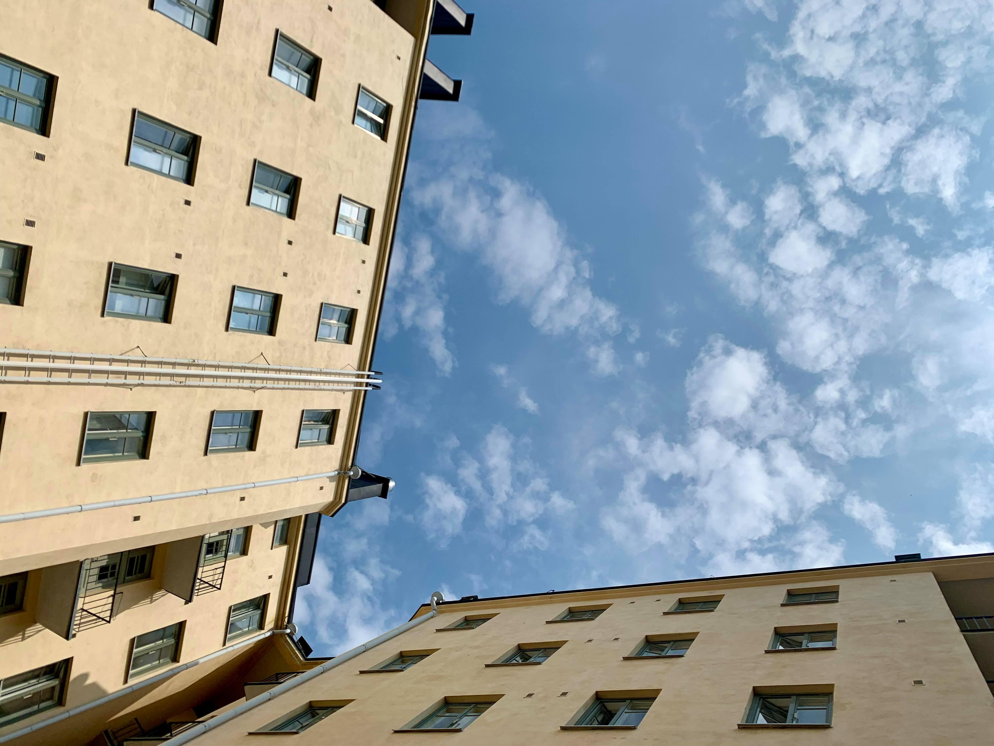 Kiinteistönvälittäjän korvausvastuu asuntokaupassa ja kiinteistökaupassa - mistä välittäjä vastaa ja kenelle?