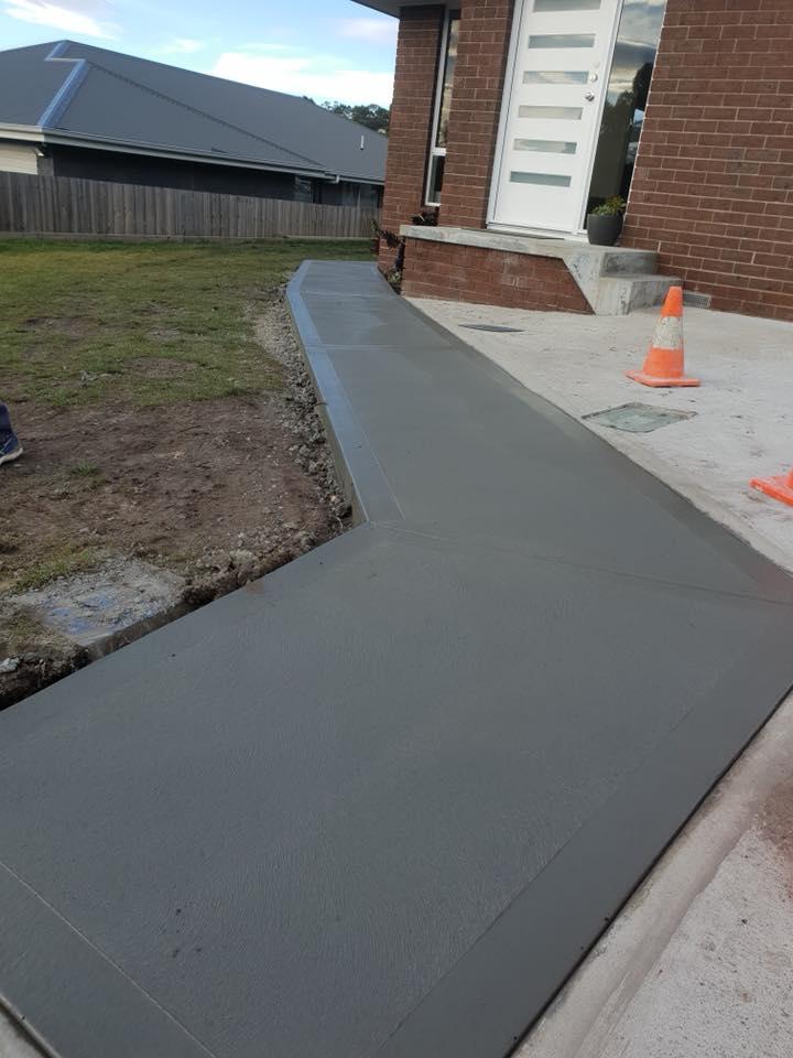 Con-Tek concrete pavement pathway around house