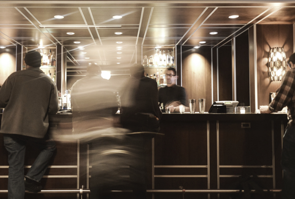 Luxurious and fast-paced bar