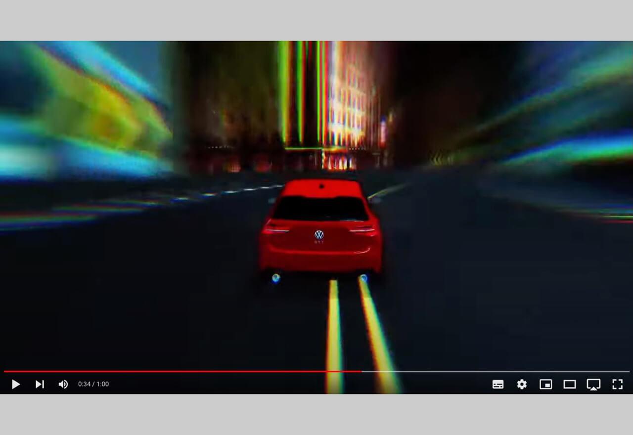 """Volkswagen Australien nutzt das """"Second-Screen""""-Verhalten von Fernsehzuschauern: Per Scan des QR-Codes im TV-Spot wird ein Online-Game gestartet, in dem man für den Rest der Werbeunterbrechung live mit anderen Zuschauern um die Wette fährt."""