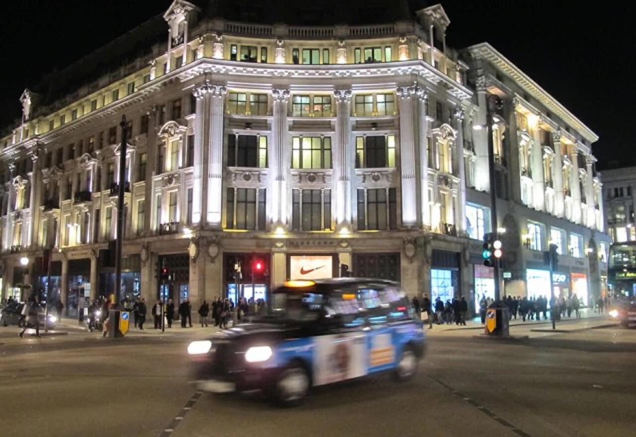 Das Möbelhaus plant Medienberichten zufolge, das Gebäude zu kaufen, in dem bislang der Flagship Store der mittlerweile insolventen Modemarke Topshop zu finden war.