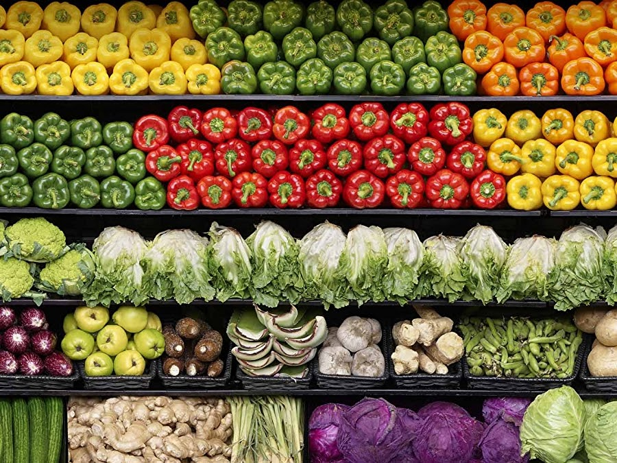 Fresh vegetables on a grocery store shelf