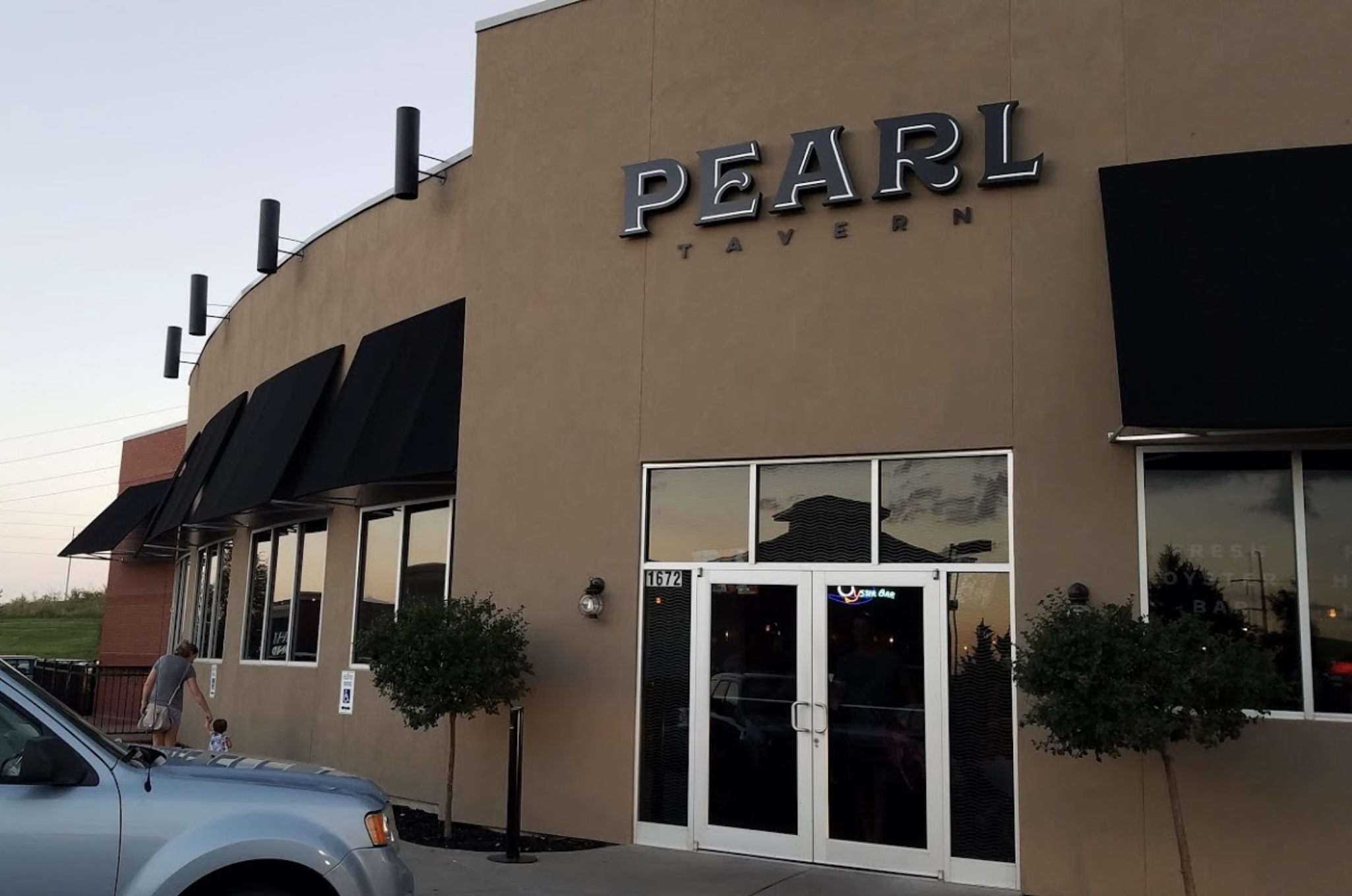 Exterior of Pearl Tavern building
