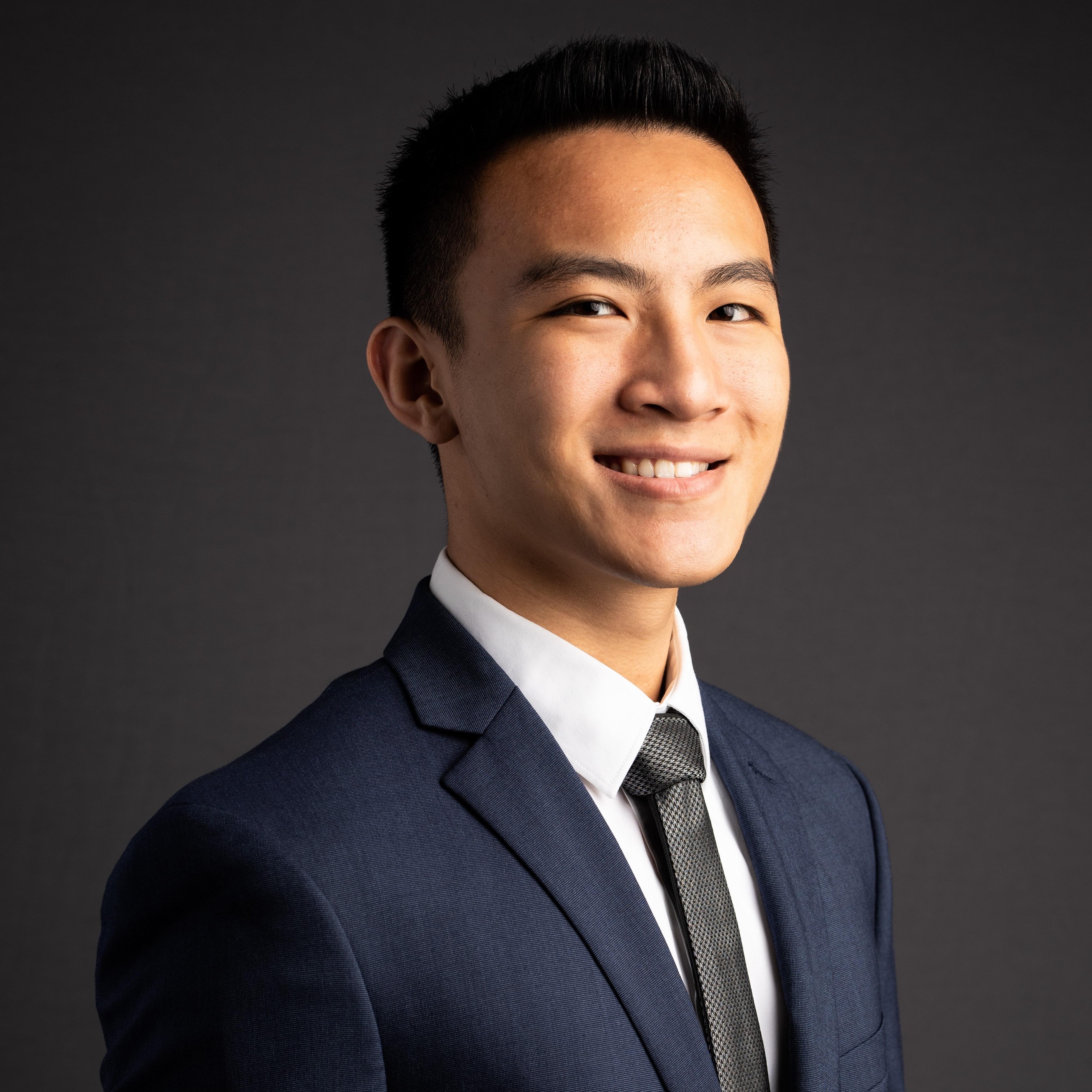 A headshot of Brian Hoang.