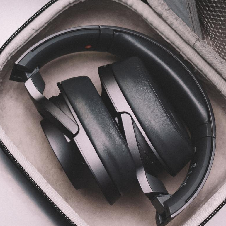 Are headphones the new walls for office floor plans?