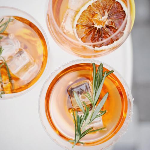 Guide pratique pour parler de l'alcool avec l'influence marketing