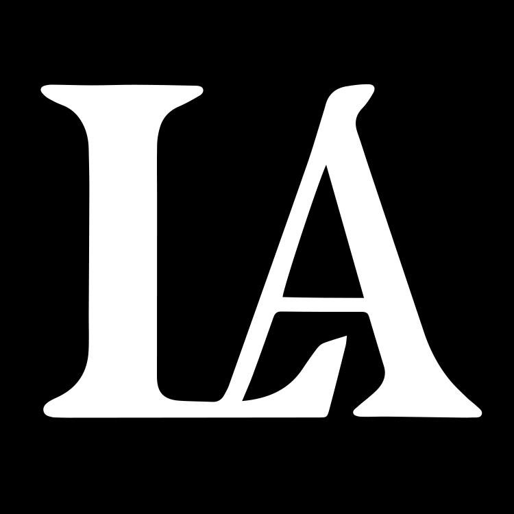 LA Construction logo. An East Tennessee custom home builder.
