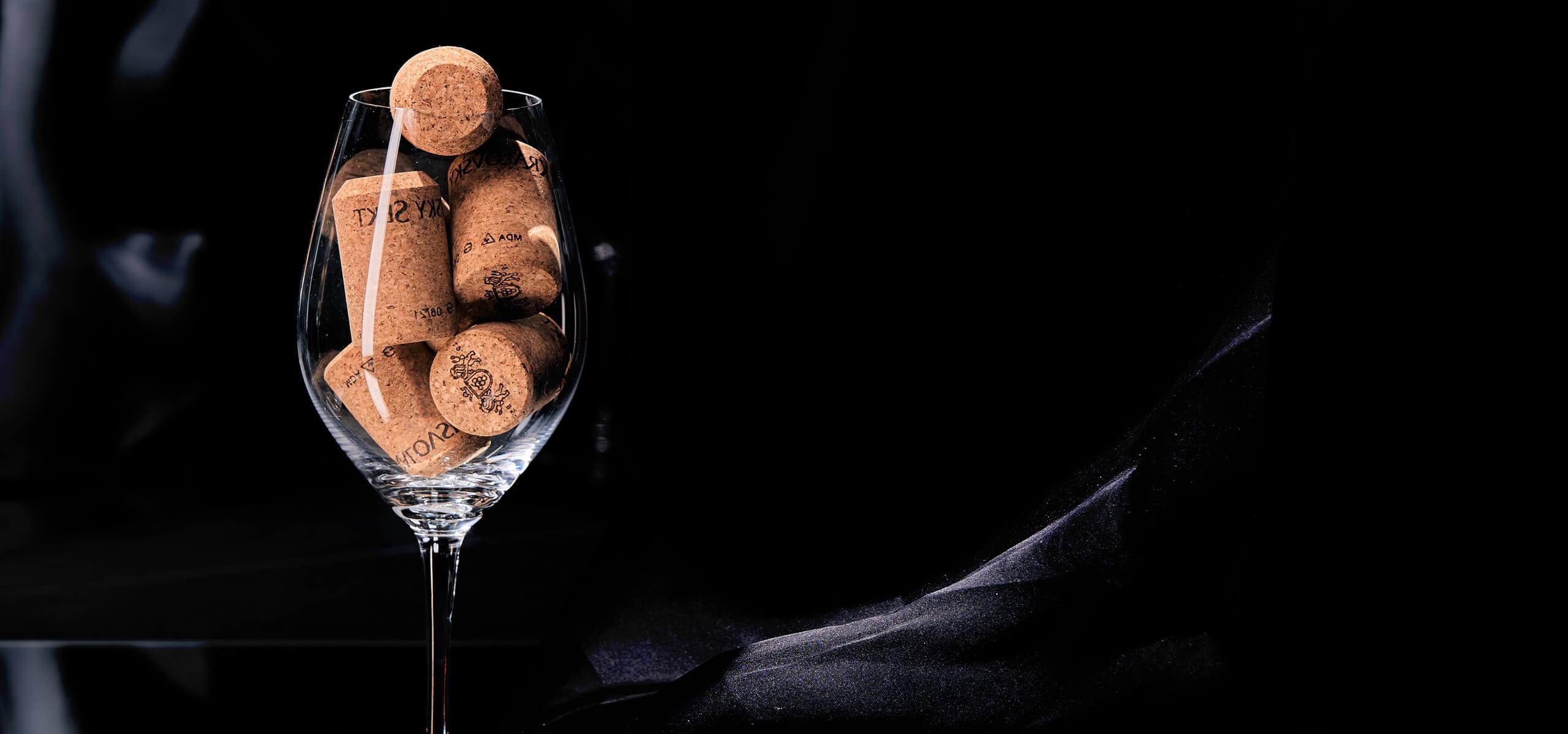 Králosvký sekt pohár vína
