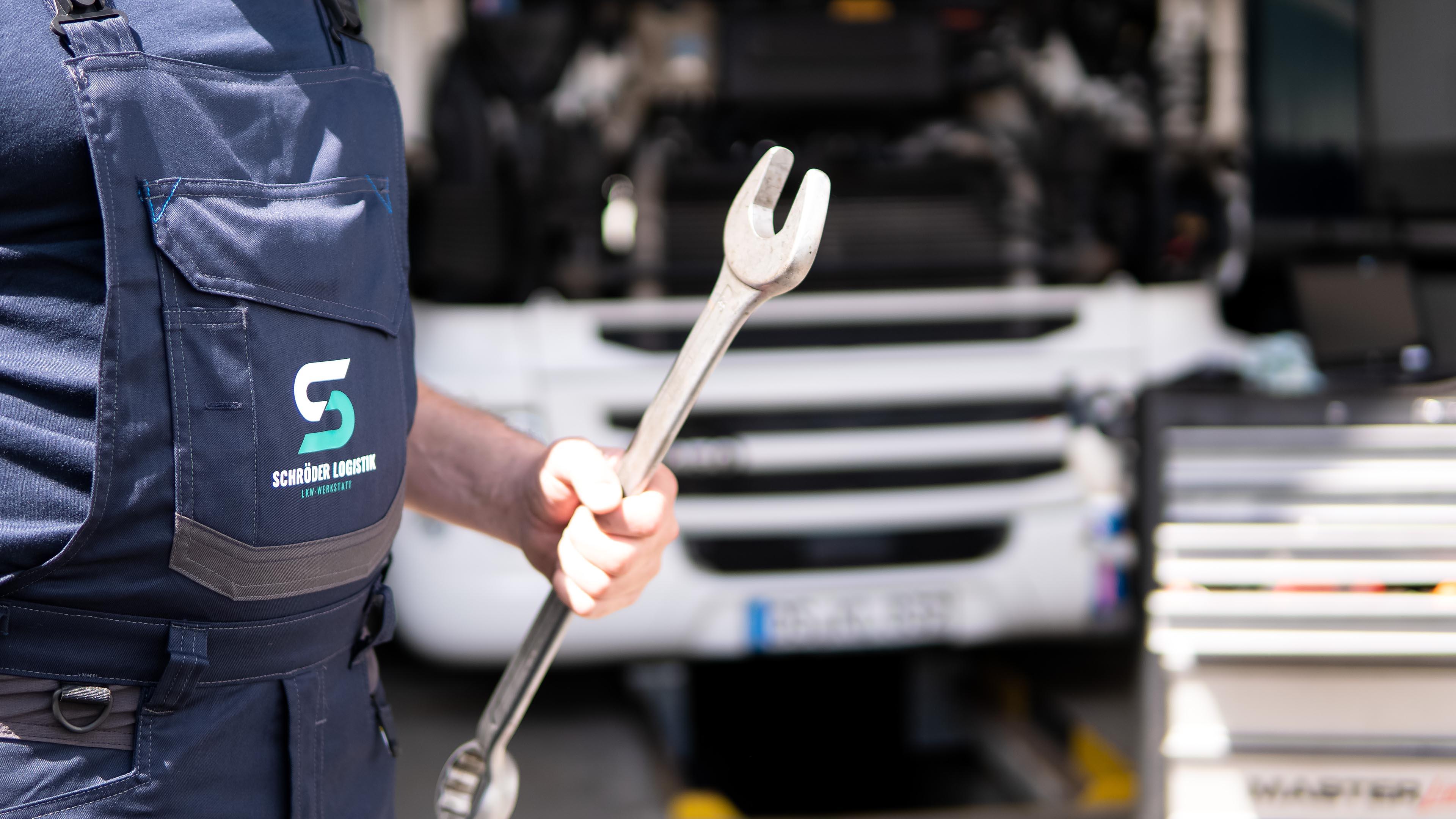 Schröder Logistik Lkw-Werkstatt Reparaturen, Reifen und Prüfung