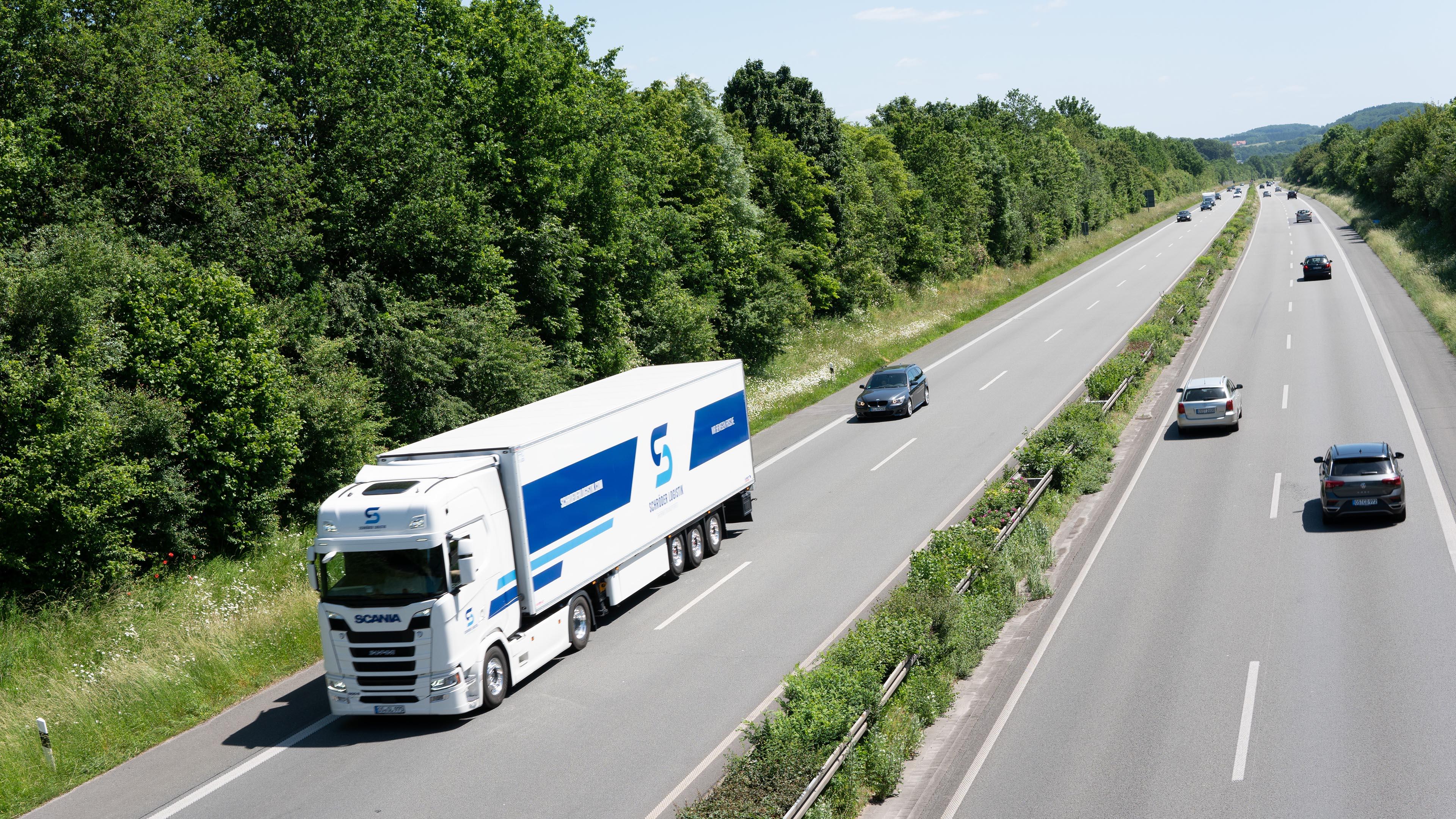 Schröder Logistik Lkw auf Autobahn