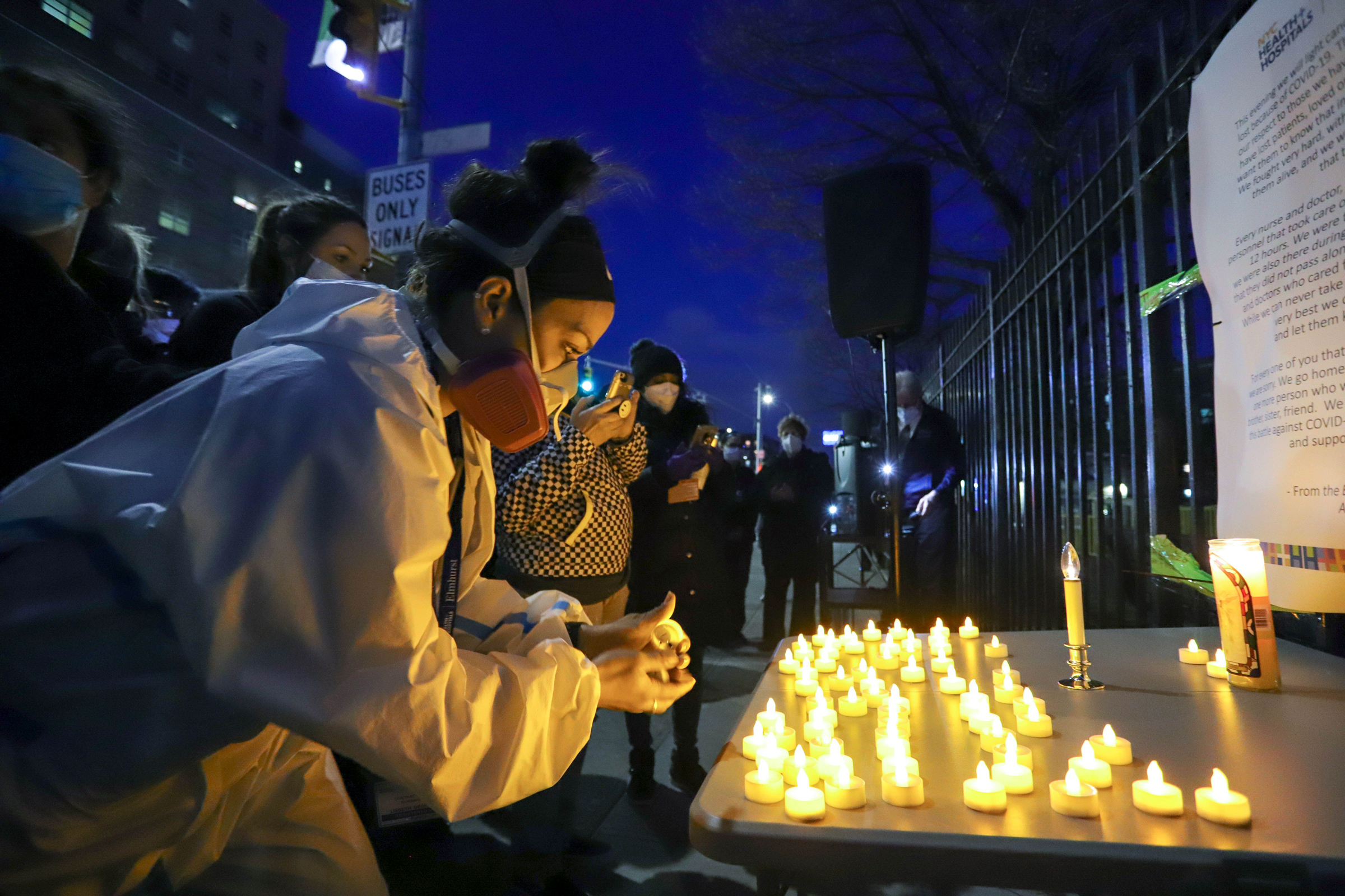 Candlelight vigil at Elmhurst Hospital Center in Queens, N.Y., on April 16, 2020. [William Volcov/ZUMA Wire/Alamy Live News]