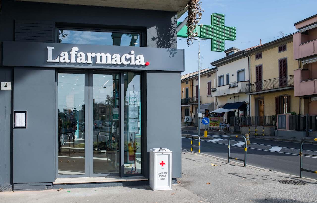 Lafarmacia.Via Roma a Prato, ingresso.