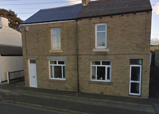 2 Bed Semi-Detached House with Garage and 2 reception rooms.